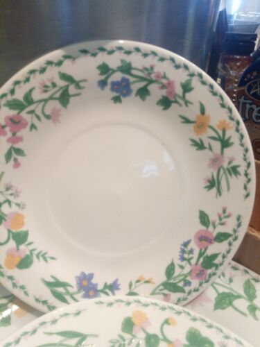 Lovely 4 Piece Royal Norfolk Dinner  Set With Floral Pattern