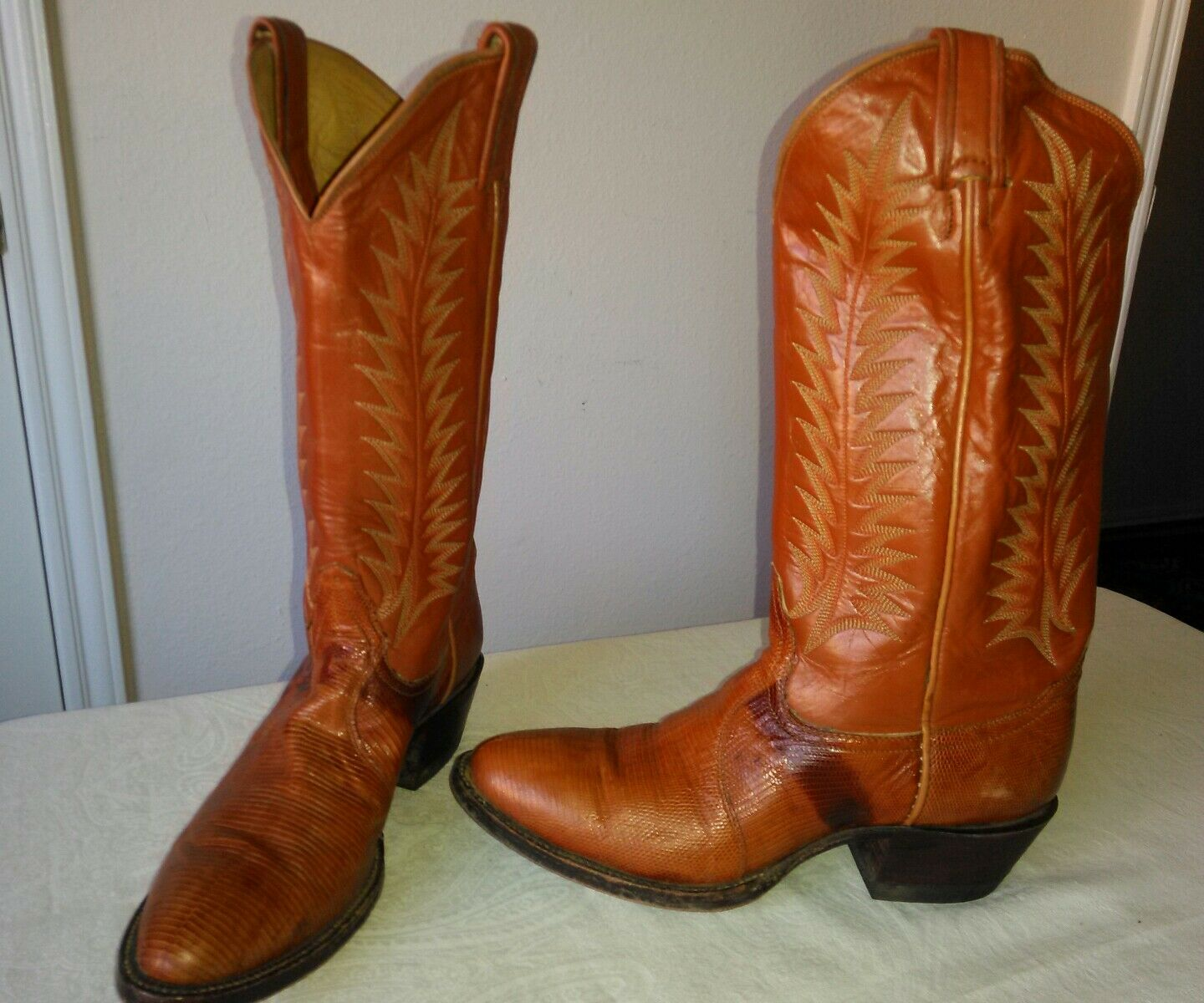 Great TONY LAMA Tan light brown LIZARD leather Lady's COWBOY boots Size 5 1 2 B