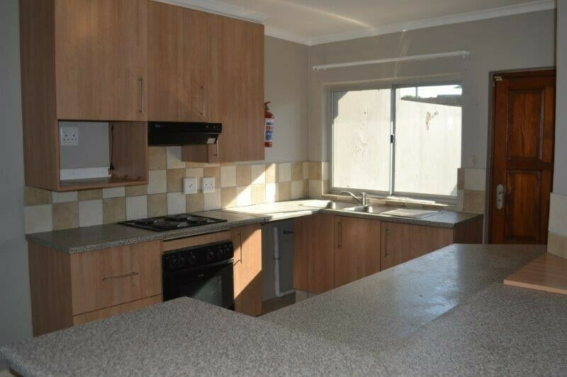 Lovely 3 bedroom townhouse with sea views in Sunny Ridge