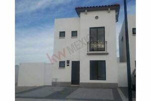 Casa en venta con recámara principal con baño y vestidor en Juriquilla, Querétaro.