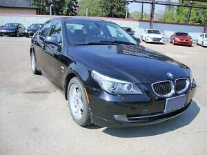 2010 BMW Série 5 528 XI w/ Navi/Heated Leather/Sunroof/Bluetooth~ Only 93,300 kms