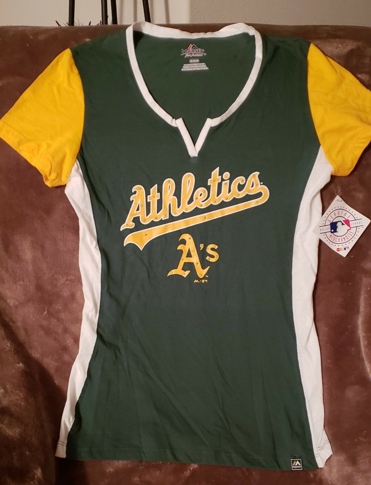 BBRAND NEW OAKLAND A's MAJESTIC WOMEN'S TEE WITH WATER BOTTLE AND LUNCH BAG