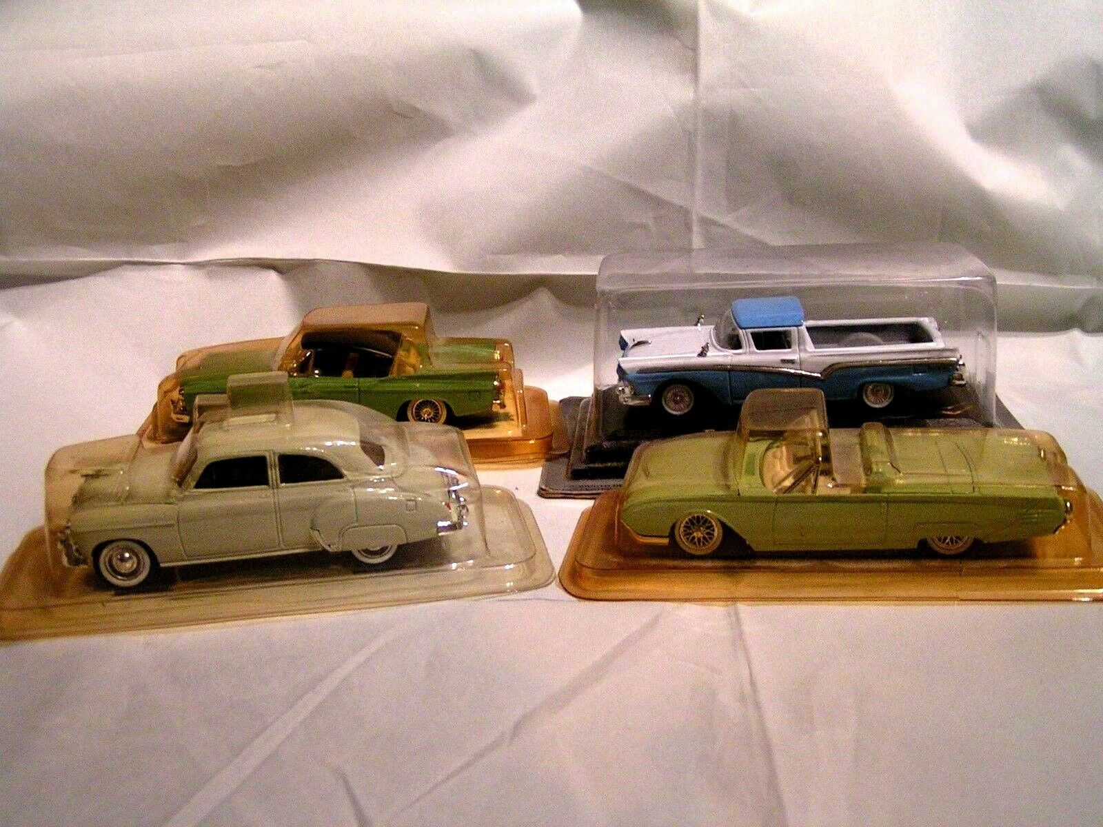 SOLIDO 1 43 - LOT A DE 4 AMERICAINES = FORD + CHEVROLET + FORD + STUDEBAKER