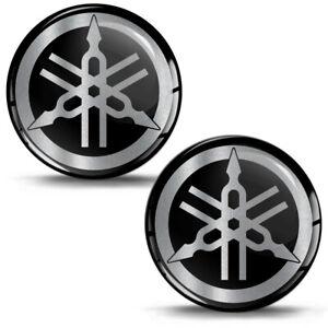 2-Resinati-3D-Adesivi-Yamaha-R1-R6-Diapason-Logo-Emblem-Argento-Auto-Moto-Casco
