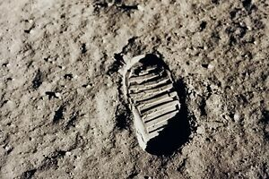 New-5x7-NASA-Photo-Man-039-s-Bootprint-on-the-Moon-Apollo-11-Lunar-Mission