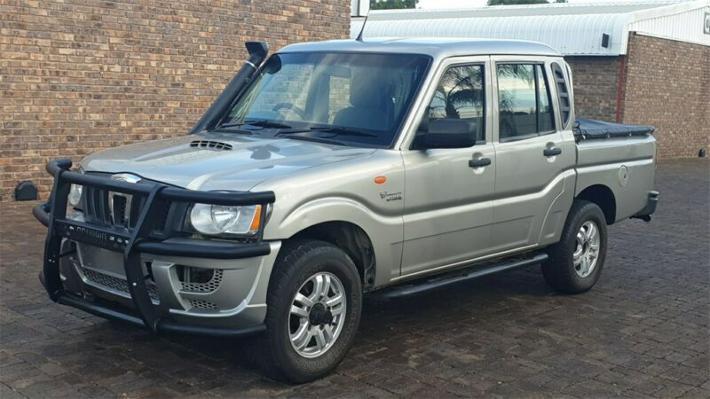 Silver Mahindra Scorpio Pik-Up 2.2 CRDe mHawk D/Cab 4x4 with 155000km available now!