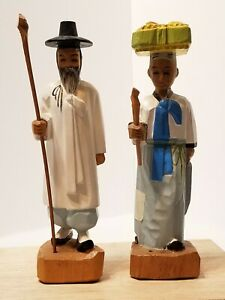 VINTAGE-PAIR-OF-HAND-CARVED-WOODEN-ASIAN-COUPLE-FIGURINES-STATUES-8-034