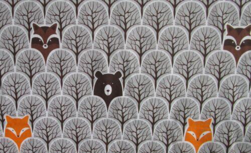 Baumwollstoff Tiere in Wald auf grau