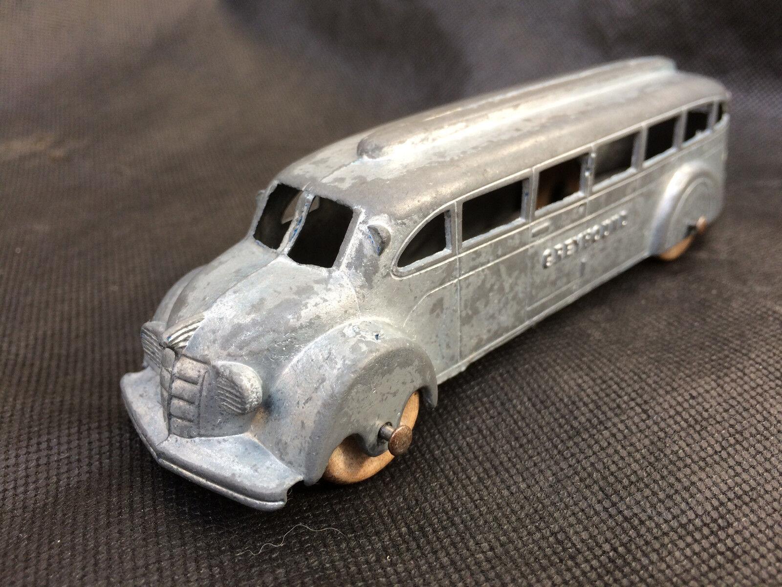 Années 1940 TOOTSIETOY Bus grishound, temps de guerre en bois roues.