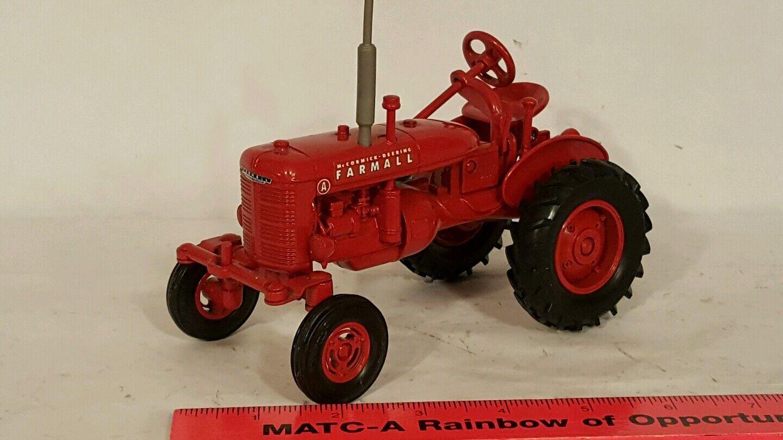 Ertl McCORMICK DEERING FARMALL 1 16 diecast coleccionables réplica de tractor de granja