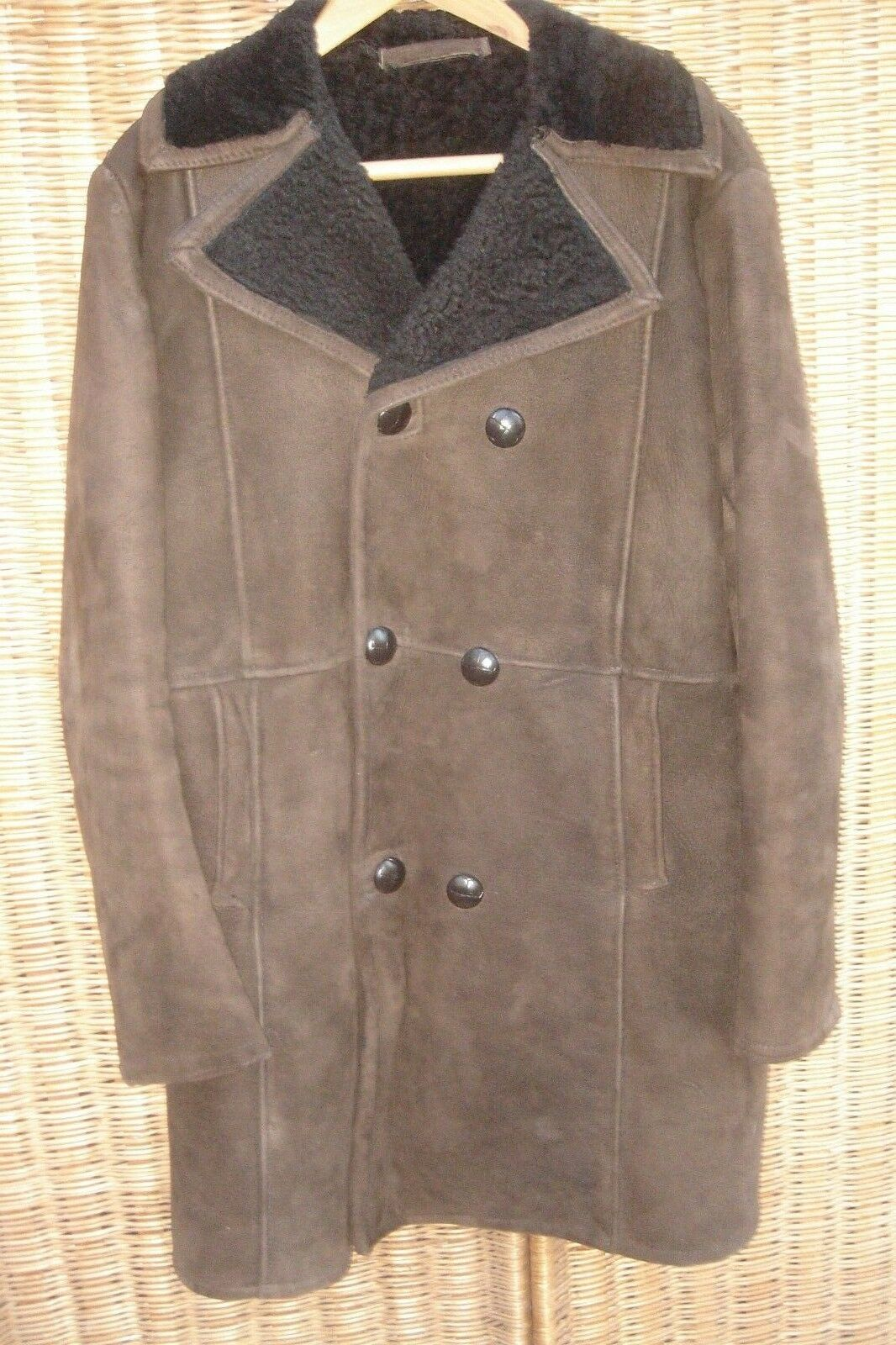 MEN'S DARK BROWN HEAVY 'GUARANTEED REAL SHEEPSKIN' COAT IN GOOD CONDITION