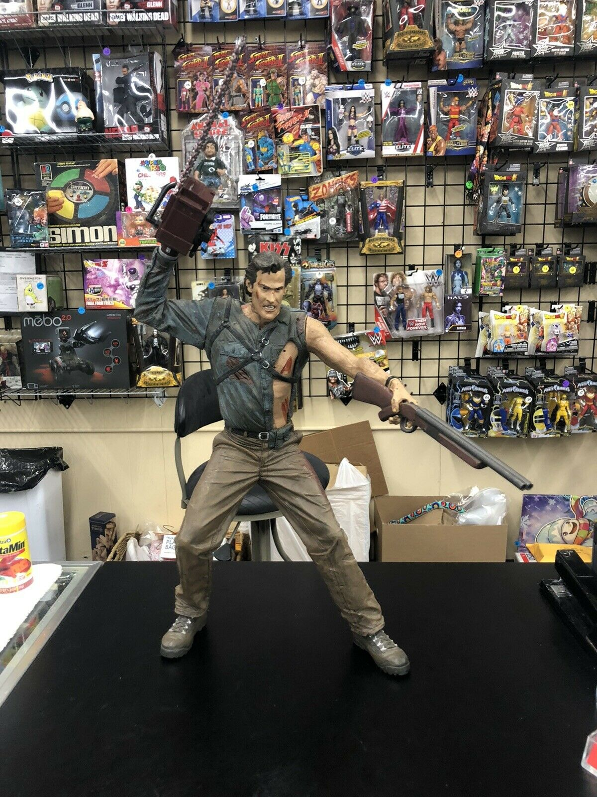 """ASH 18"""" PVC Horror Statue Army Of Darkness Movie Maniacs 4"""