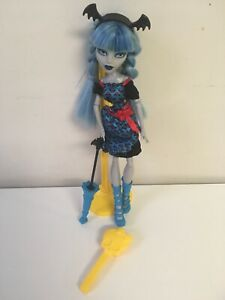 Monster-High-Doll-Freaky-Fusions-Ghoulia-Yelps-W-Stand-Accessories-Brush