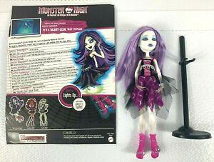 Monster-High-Spectra-Vondergeist-Doll-Box-Ghoul-Alive-Glows-2012
