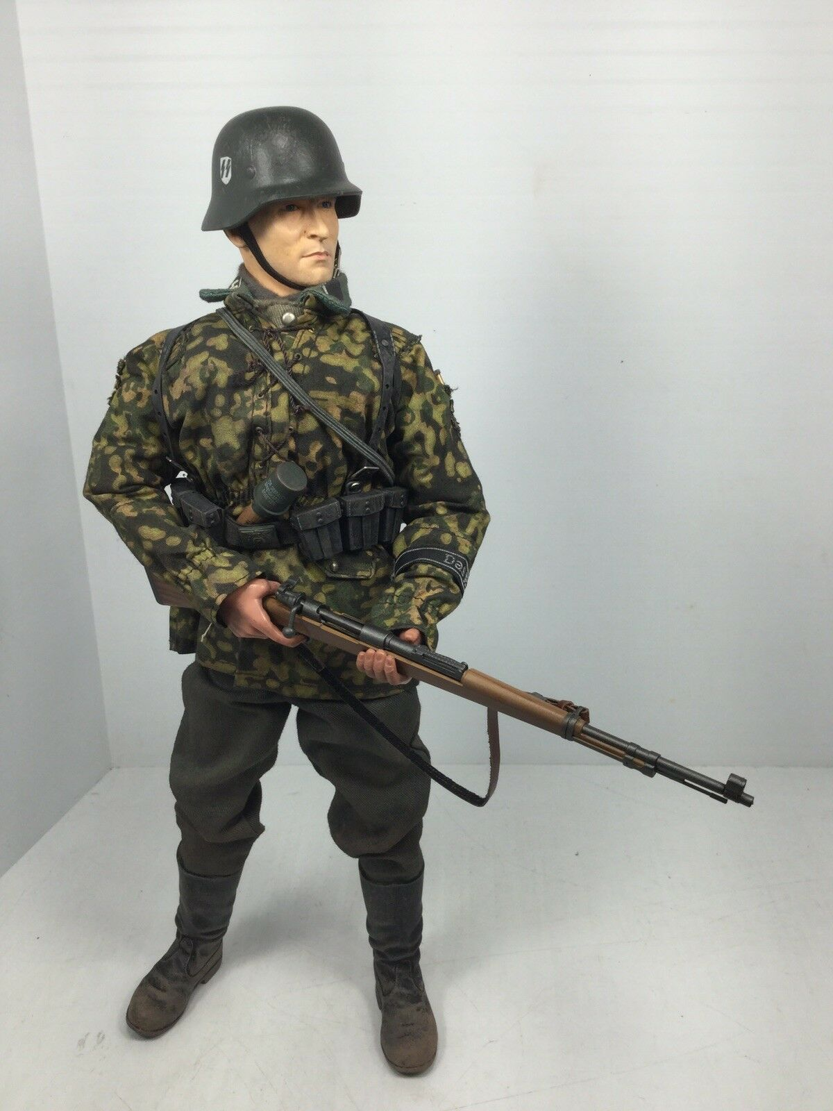 1 6 DRAGON GERMAN 2ND SS DIV INFANTRYMAN K-98 FULL GEAR +SIGNAL BBI DID 21 WW2