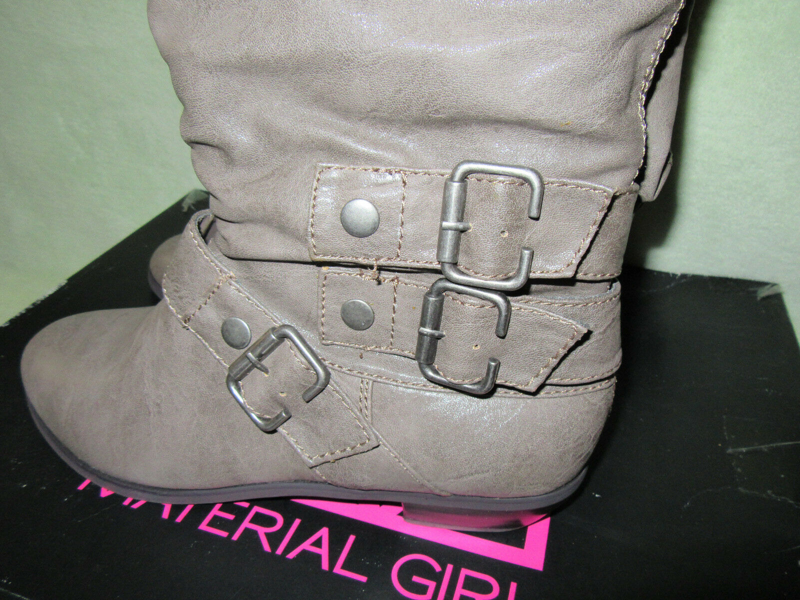 Material Girl NIB 8.5M Melation Taupe Boots Belted Scrunched Pull On Boots Taupe Very CUTE 24915c