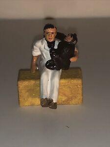 Corgi-Toys-Gift-Set-14-amp-7-Daktari-Dr-Marsh-con-Judy-el-chimpance-sentado-en-su-rodilla