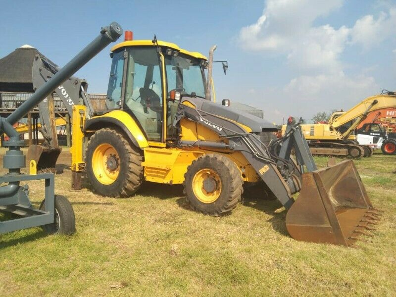 Volvo TLB for sale!! 0768372075