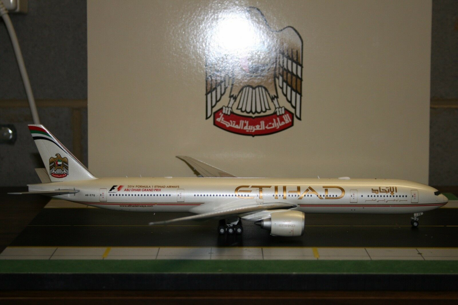 JC Wings 1:200 Etihad Boeing 777-300ER A6-ETQ  XX2960  Die-Cast Model Air-Plane