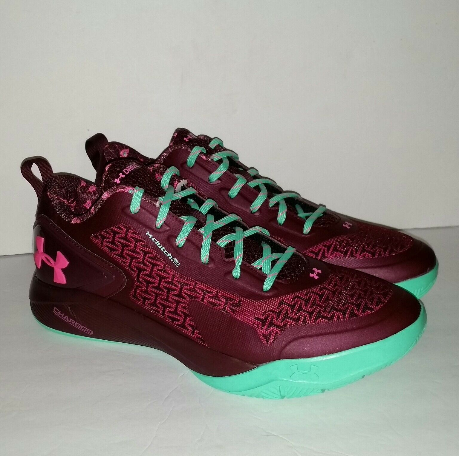Under Armour Clutchfit Drive 2 Low Basketball scarpe Uomo 13.5 13.5 13.5 Burgundy Teal NEW df8105