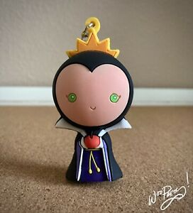 2015-Disney-EVIL-QUEEN-from-Snow-White-Figural-Keyring-Keyfob-Keychain-Series-2
