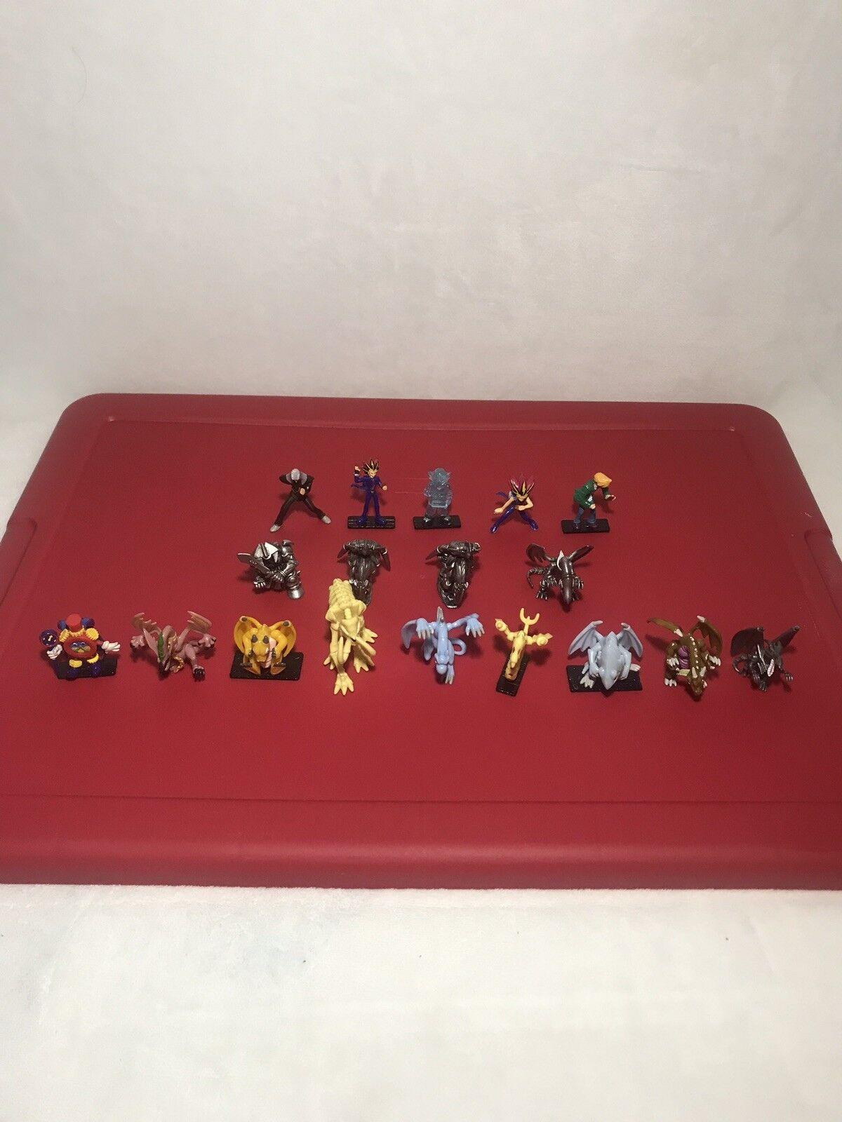 1996 YI-GI-OH Mini Figures With (18) 2