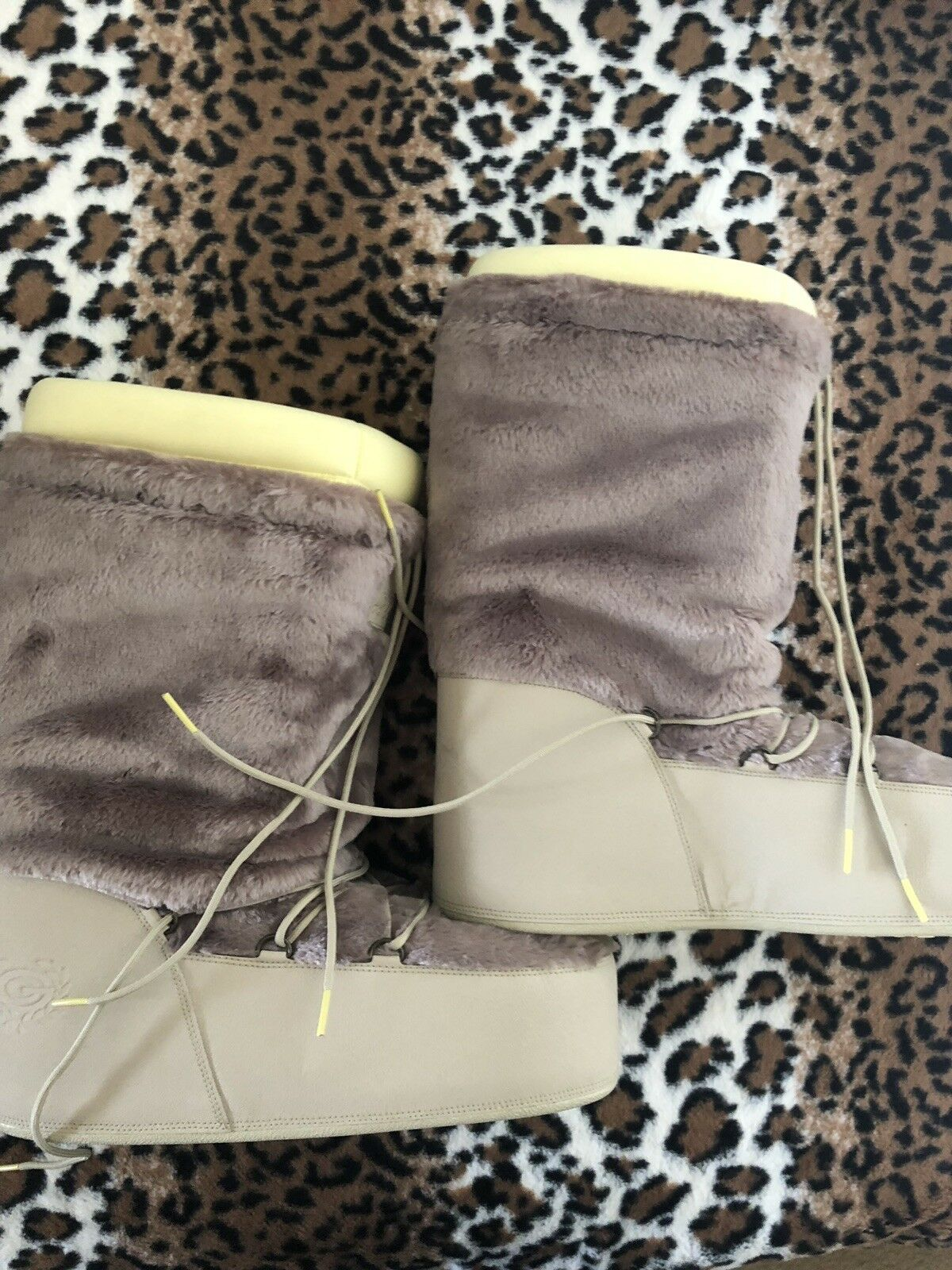 Man's/Woman's New Adidas Woman Moon Boots 9.5 Promotion Quality First Good quality
