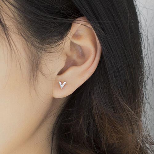 100/% pure 925 Argent Massif Petit V Lettre Piercing Clous d/'oreilles Pour Femmes Filles