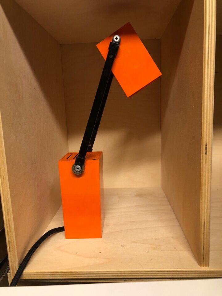 Anden arkitekt, Lampetit orange, bordlampe