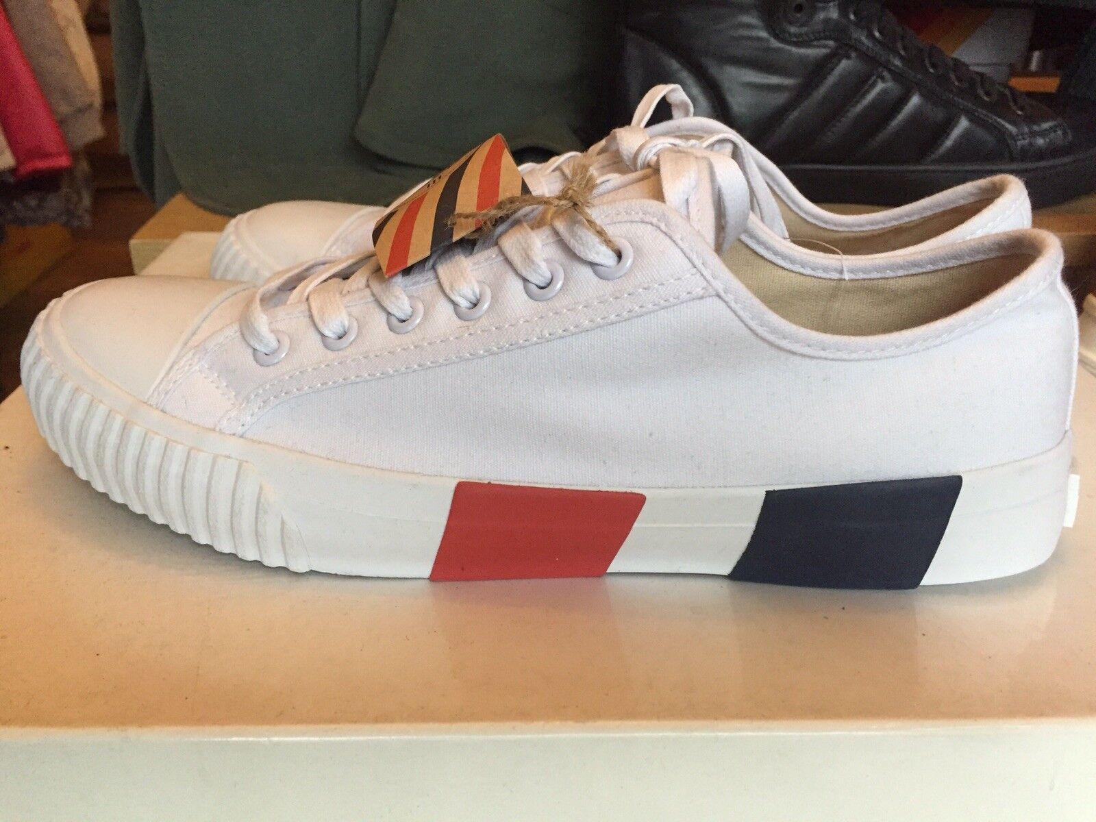 Bata Bullets Canvas shoes, White, UK 7 (Brand New)