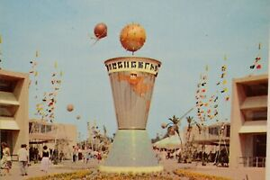 Vintage-Postcard-Disneyland-Tomorrowland-Entrance-Clock-of-the-World