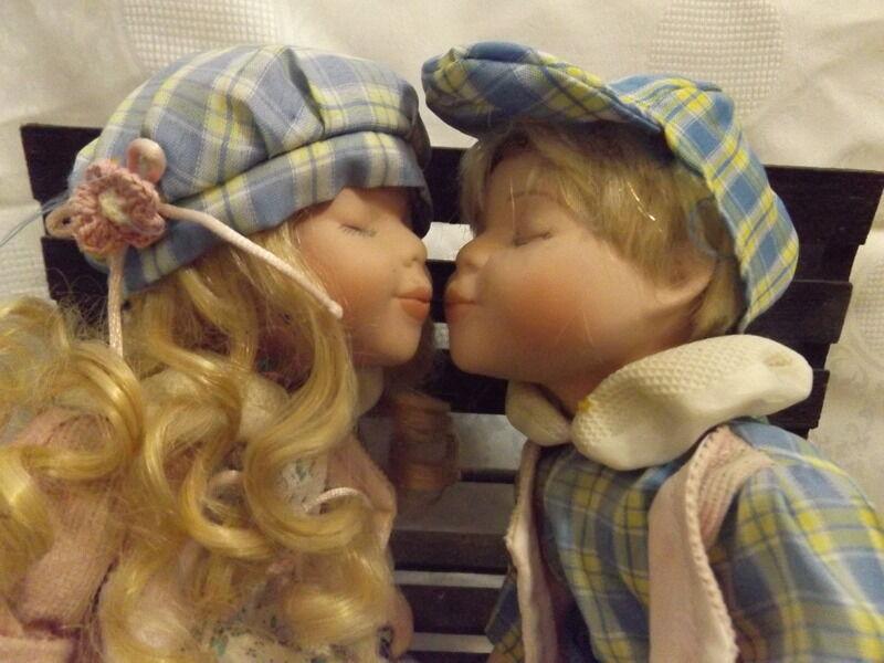 Boy e girl kissing  bambolas  12  with Porcelain  ceramic Head Hes Feet  godendo i tuoi acquisti
