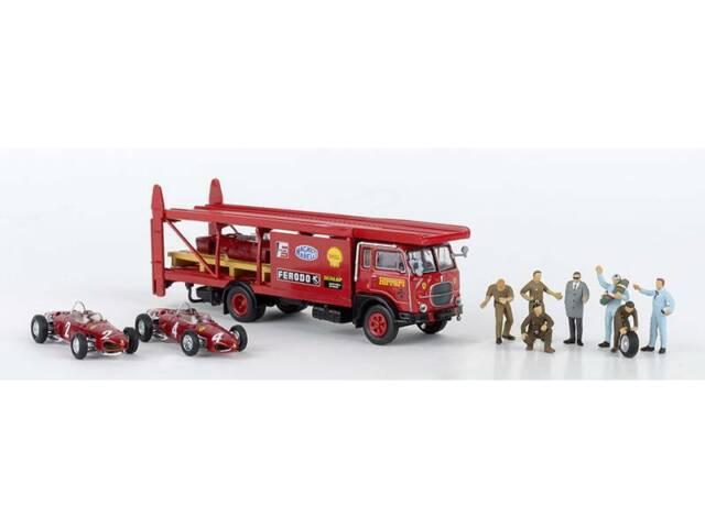 Brekina art 58475 CAMION FIAT 642   scuderia FERRARI con 2 F 156 e meccanici