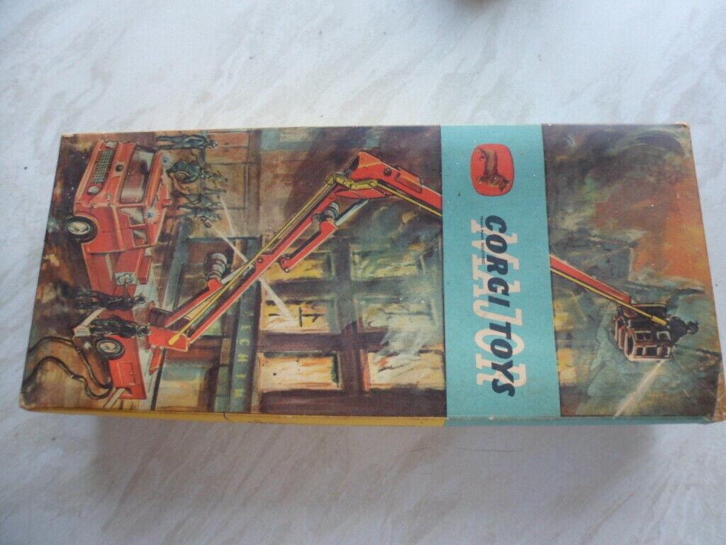 Corgi  1127 - Simon Snorkel Fire Engine in Original Box Excellent condition