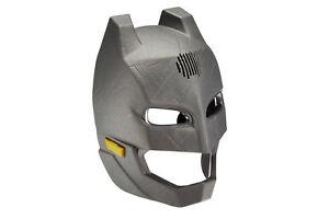BATMAN-Maschera-cambia-voce-con-occhi-che-si-illuminano-e-piu-di-10-suoni