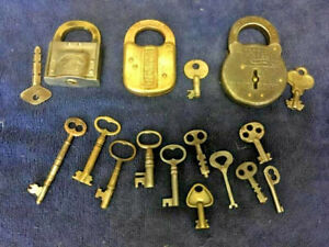 Vintage-Lot-of-Padlocks-and-keys
