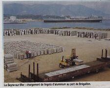 1984  - LA SEYNE SUR MER CHARGEMENT DE LINGOTS D ALUMINUIM AU PORT DE BREGAILLON