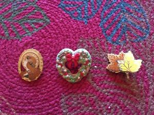 VINTAGE-SIGNED-HALLMARK-PINS-BROOCHES-from-the-mid-1980-039-s