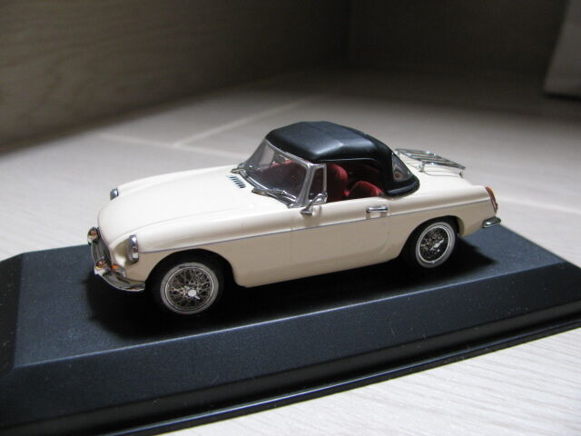 1 43 MINICHAMPS MG B Soft Top Diecast