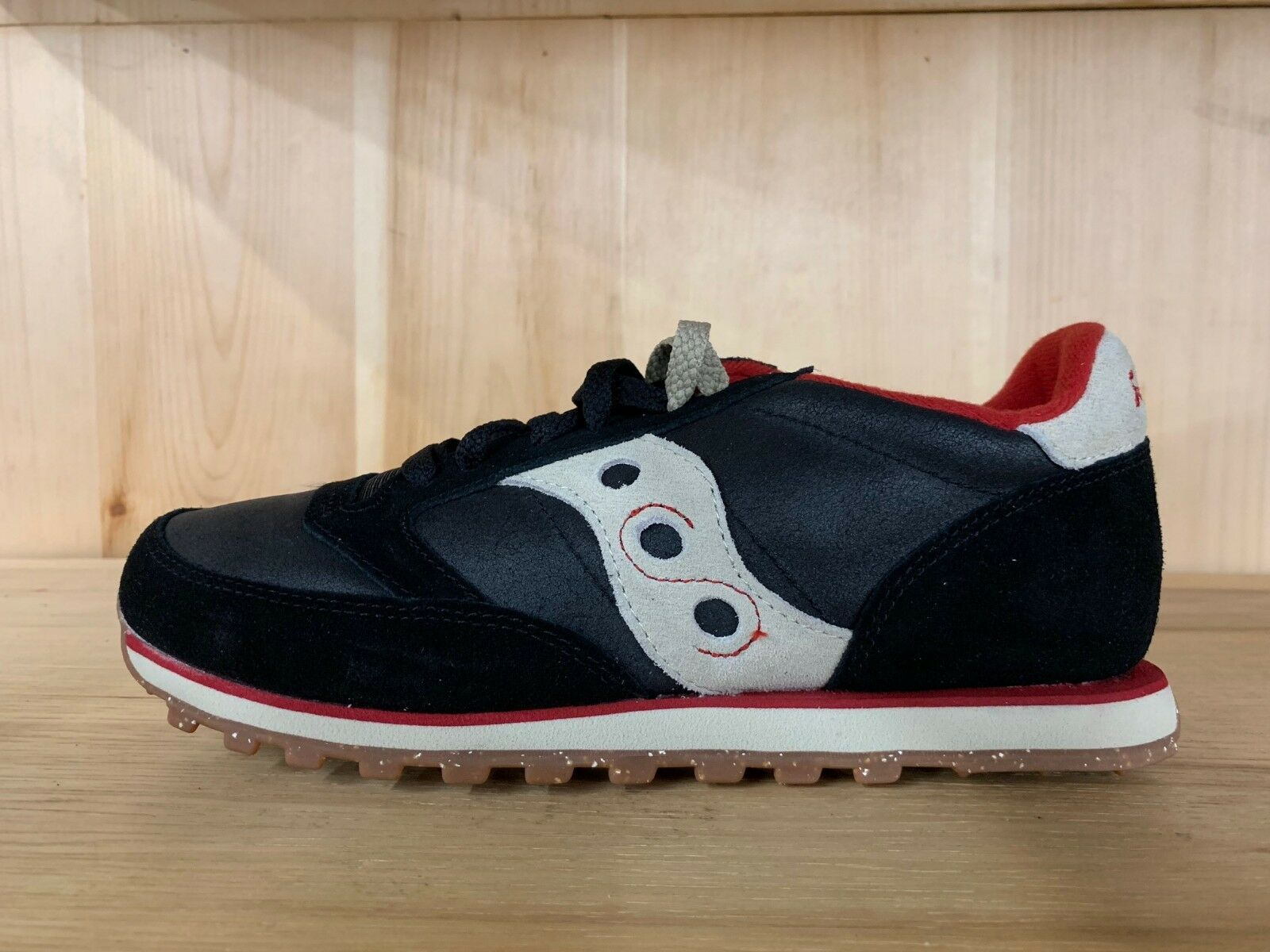 SAUCONY JAZZ LOW PRO CL BLACK RED RUNNING MENS SIZE 8-12  70085-2