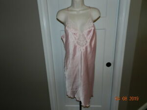 Vintage-OLGA-LACE-Full-Dress-SLIP-Slippery-Pink-SATIN-Nightgown-38