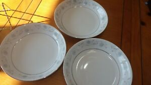 Vintage-China-Dinnerware-English-Garden-3-soup-bowls-Platinum-Fine-China-Japan