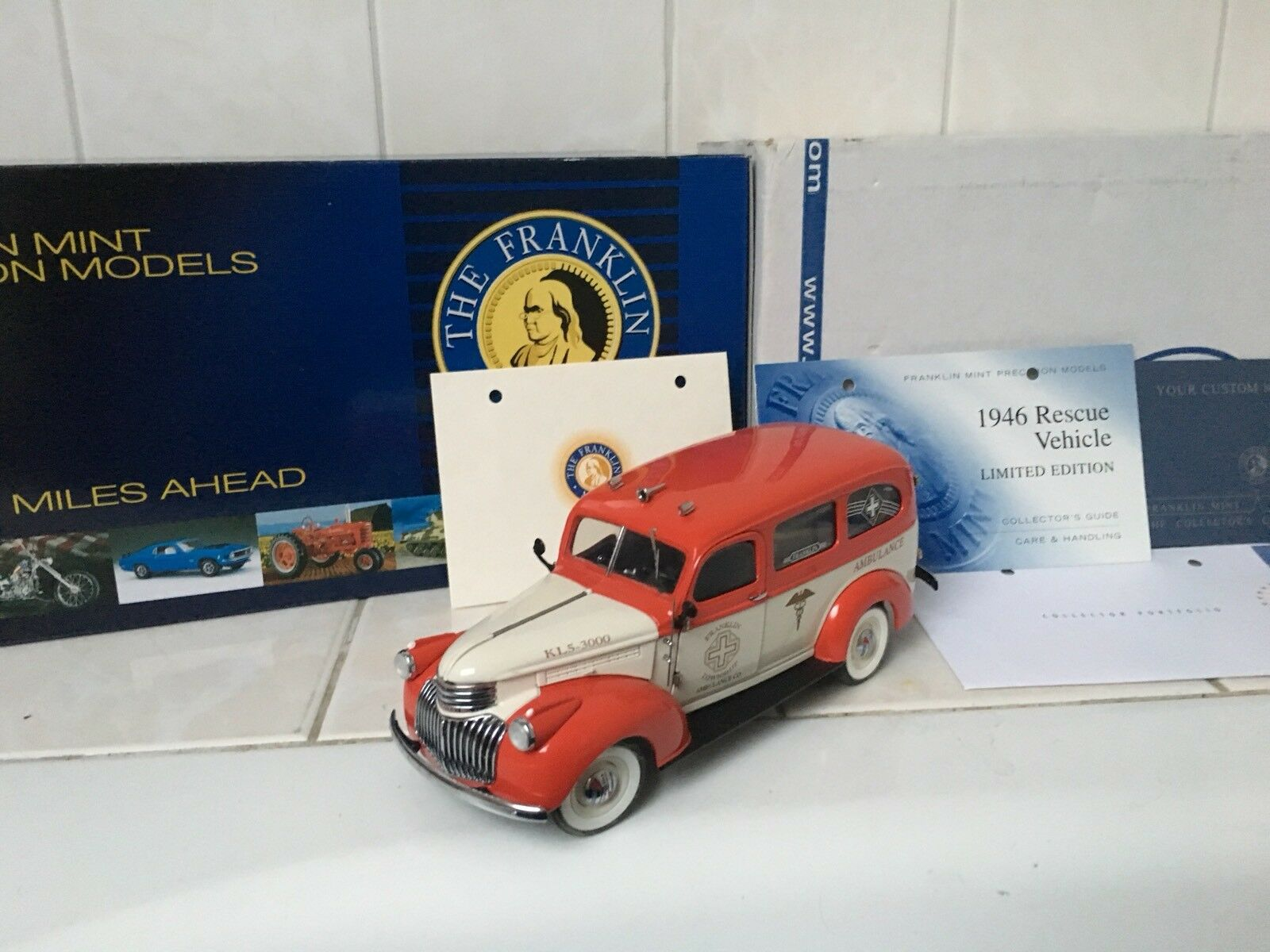1:24 Franklin Mint 1946 Chevy Chevrolet suburban Ambulance VERY RARE
