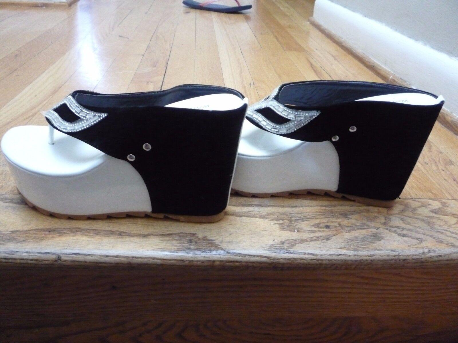 A NEW piar of Ladies Sandal's: NATURILIZER- Rochelle-Navy - 6M Leather