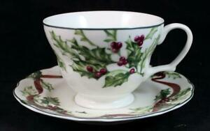 Charter-Club-WINTER-GARLAND-Cup-amp-Saucer-Set-GREAT-CONDITION