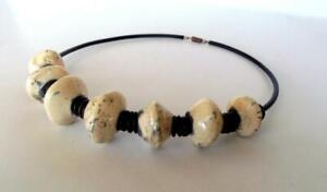 Collier perles galets ceramique raku blanc noir artisanat Necklace ceramic raku