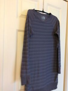 The-North-Face-Women-s-Long-Shirt-Size-Small