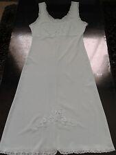 Nuisette fond de robe combinaison vert pastelle dentelle taille 36