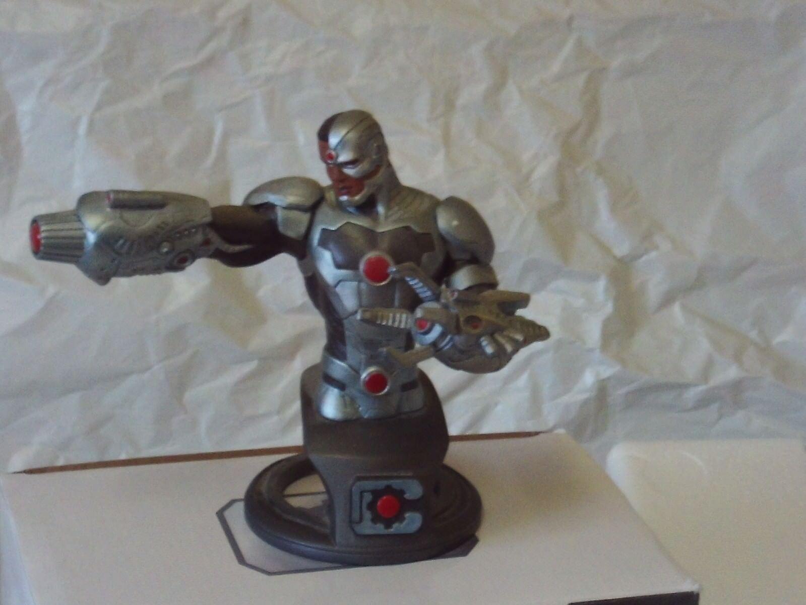 DC SUPEREROI Cyborg autobusto scolpito da Jean St Jean