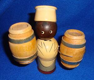 Vintage-Black-Americana-Wooden-Salt-Pepper-Chef-with-Barrels-on-Stand
